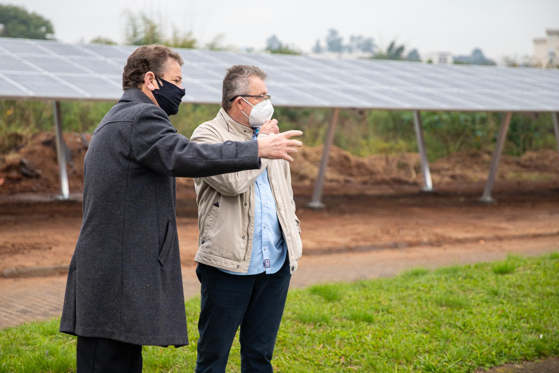 ENERGIA LIMPA   Vanazzi E Ary Moura Vistoriam O Sistema De Energia Fotovoltaica Na ETE Feitoria